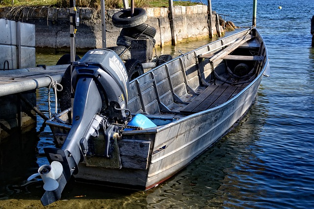 zakotvený člun