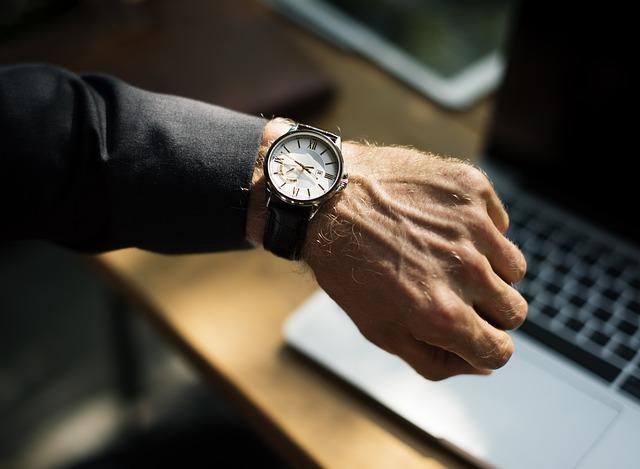 hodinky na ruce.jpg