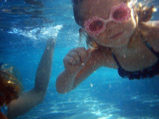 malá plavkyně pod vovou