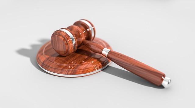 soudní kladivo.jpg