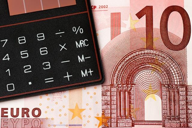 detail kalkulačky a bankovky.jpg